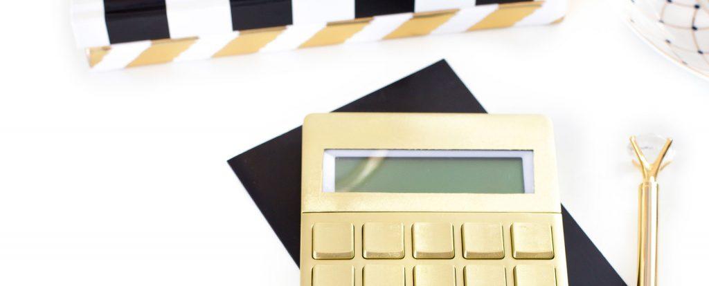 Taschenrechner-Budgeting mit Briefumschlägen